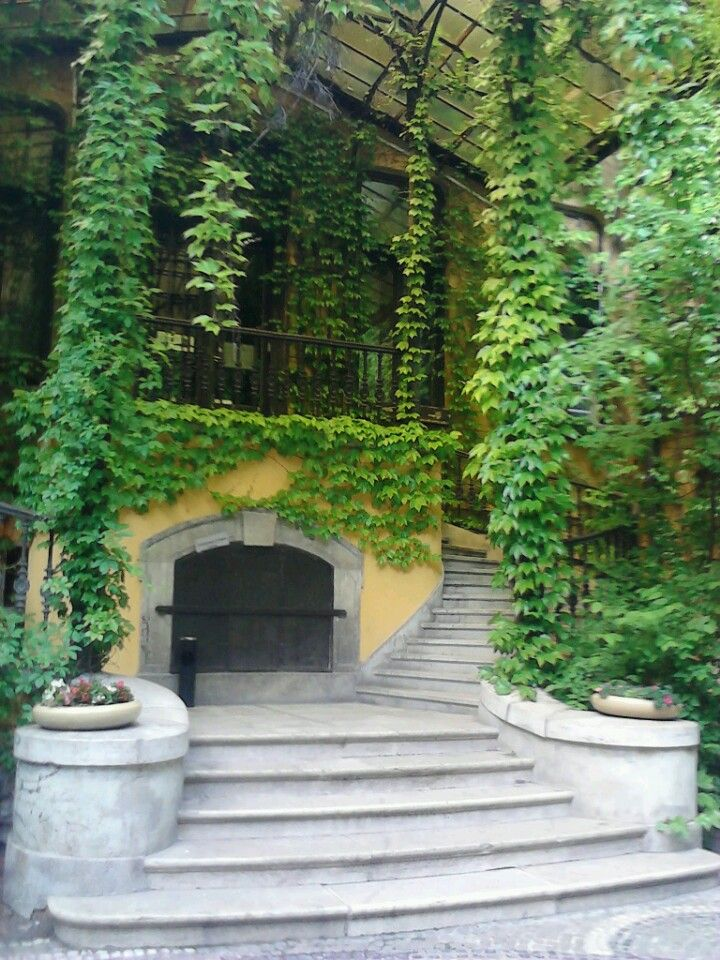 hidden parisian feeling, in the garden is a cafe and resturant