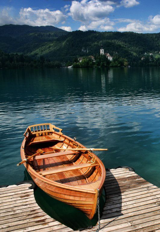 Lake Bled,Slovenia: I want to go canoeing so bad! This place looks so beautiful.