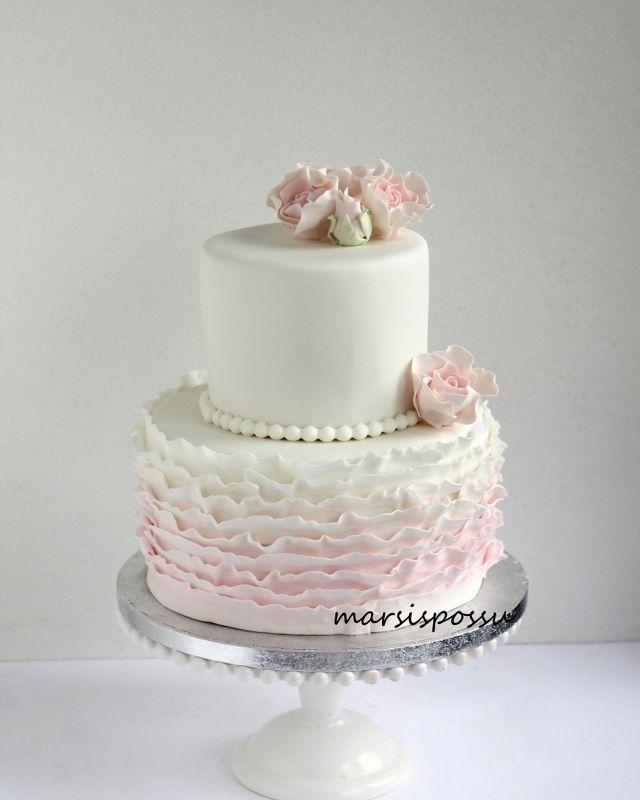 Marsispossu: Ruusuinen-röyhelöunelma ristiäisiin, Ruffle cake