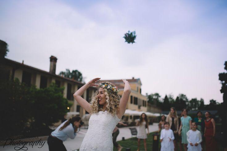 Bye bye #bouquet! #throw #weddingday | @AliceCoppola Photographer