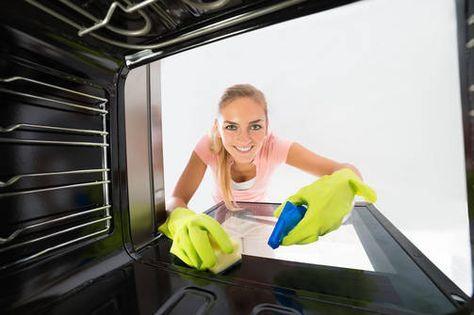 Uunin ja grillin puhdistamiseen ei tarvita ihmeaineita. Viinietikka, sooda ja kostea riepu riittävät.