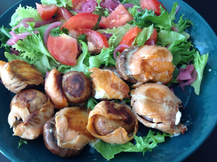 Grilled mushrooms with cold smoked salmon and fresh cheese