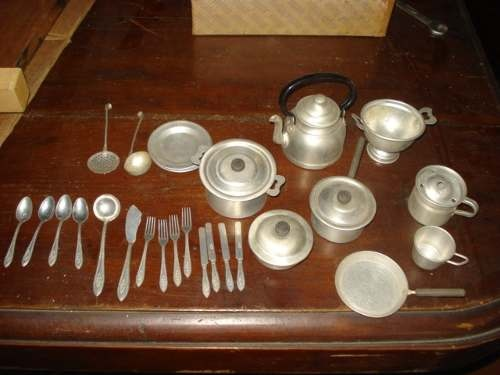 Resultados de la Búsqueda de imágenes de Google de http://img1.mlstatic.com/antigua-bateria-de-cocina-de-juguete-de-aluminio_MLA-O-138073994_1774.jpg