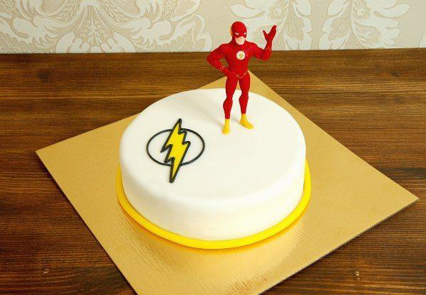 """Детский торт """"Флэш""""  Отважный #супергерой мчится со скоростью света к имениннику на День Рождения. И конечно же он будет вовремя и обязательно порадует всех гостей. Торт #флэш - замечательный подарок на день рождение для мальчика или мужчины, который любит комиксы.  С радостью изготовим, а если пожелаете то и доставим, #тортнадетскийпраздник от 2-х кг всего за 1950₽/кг. #фигурканаторт флэша всего 500₽ 😄 Все #фигуркиизмастики изготавливаются по индивидуальному заказу!  Специалисты #абелло…"""