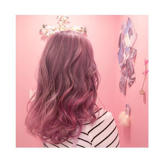 憧れのヘアサロン mielへ 淡いピンク+パールラベンダーのベースに  毛先はハイライトグラデでデザインカラーに とにかくドストライクな仕上がりに 店内もとにかく可愛いすぎてドタイプ 十亀さんありがとうございました  #miel #mielhairandspa  #デザインカラー #ピンクカラー #パープルカラー #pinkhair#purplehair #hair #グラデ #ハイライト #アッシュ #ホワイト #White #love #ヘアサロン #美容 #美容学生