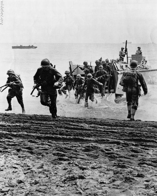 Pendant la Seconde Guerre mondiale, la bataille de Normandie, qui a duré de juin 1944 à août 1944, a abouti à la libération alliée de l'Europe occidentale du contrôle des Nazis. Le Jour J était la première étape de la libération de l'Europe.