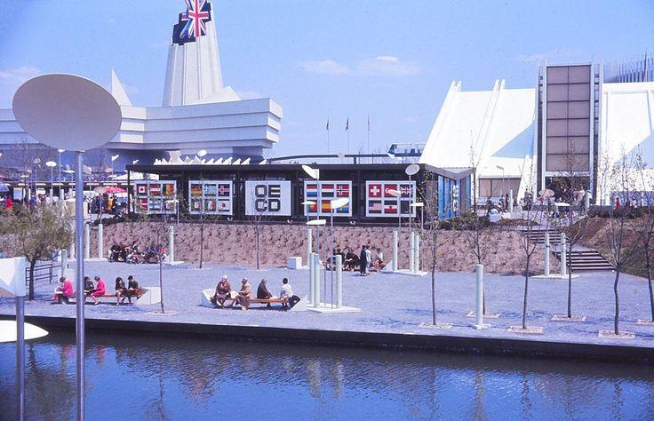 Expo 67, île Notre-Dame, pavillons Grande-Bretagne, OCDE, Yougoslavie.jpg