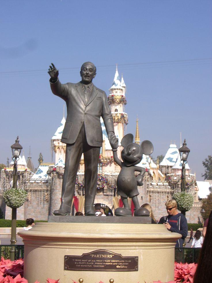 Disneyland California | Disneyland California Winterworld | German Beauty Sabine