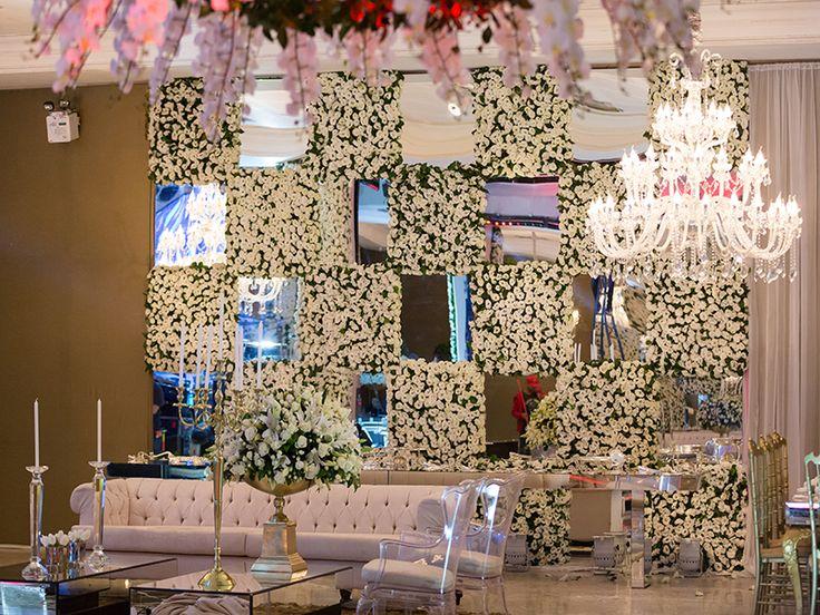 Detalhe Lounge Parede De Flores