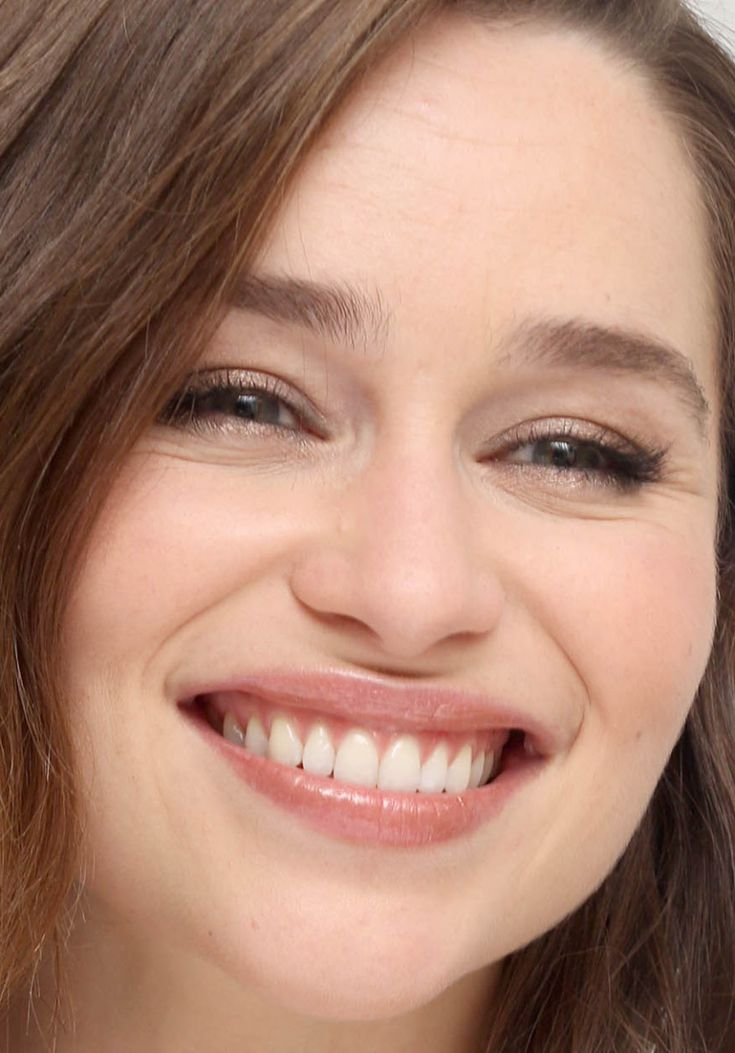 Close-up of Emilia Clarke at a 2015 press conference for ...