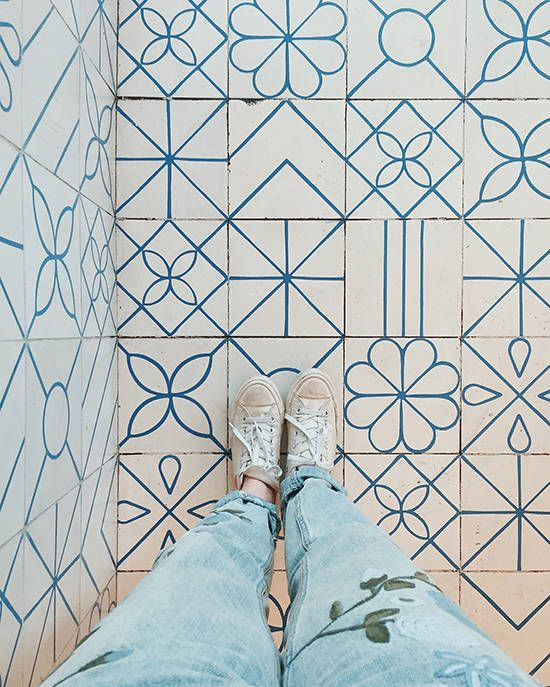 floor tiles minimalistic floral blue lines geometric