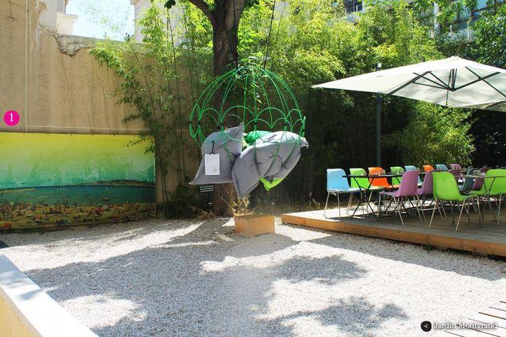 Le Jardin Montgrand  C'est dans ce nouveau lieu branché du centre-ville que vous découvrir un véritable havre de paix et de verdure. Niché juste derrière le concept store le plus en vogue du moment, le jardin du Jardin Montgrand dispose d'un restaurant et d'un salon de thé ouvert seulement le midi. Ouvert du lundi au samedi entre midi et 15h 35 rue Montgrand, 13006 Marseille