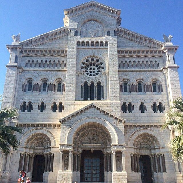 #Rocher Кафедральный Собор Монако,где сосотоялась церемония бракосочетания Грейс Келли с принцем Ренье. #catedraldemonaco #monaco #montecarlo #монако #монтекарло by belka_oreh from #Montecarlo #Monaco