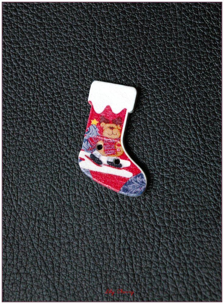 Boutons en bois chaussettes de noël modèle 11 x1 : christmas socks buttonBoutons par lilycherry