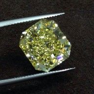 Other - Radiant cut natural fancy yellow diamond of > 10 ct