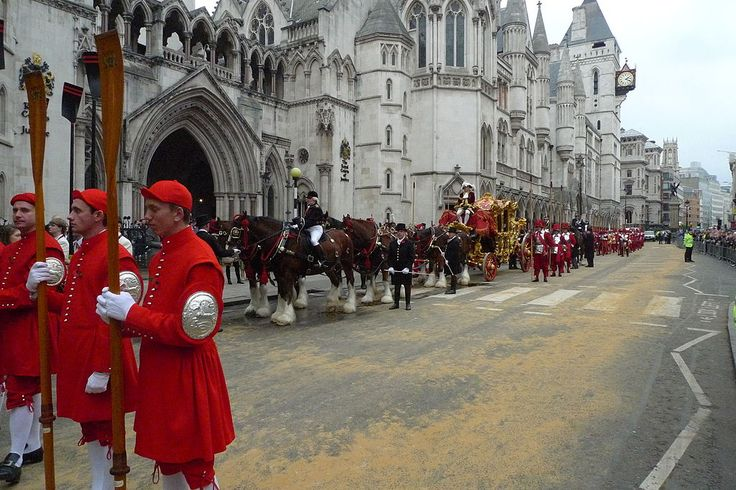 Lord Mayor Procession 2011 - Dogget's Coat & Badgemen, the State Coach & Company of Pikemen & Musketeers of the Honourable Artillery Company awaiting the Lord Mayor of London outside the Royal Courts of Justice - 12 Nov 2011 - Wikipedia, the free encyclopedia