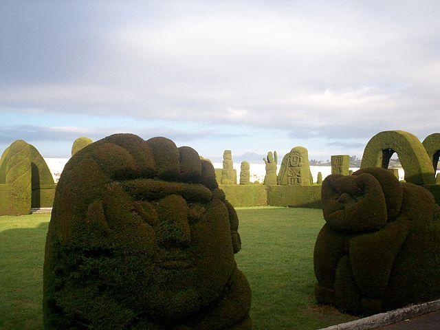 http://www.viajesyturismoaldia.com/2013/07/30/la-sorprendente-tulcan-en-el-norte-de-ecuador/ Ubicada en el norte de Ecuador, Tulcán es una ciudad fantástica, que se aleja mucho del aspecto de la mayoría de las ciudades fronterizas en Latinoamérica. Y es que se trata de un gran destino turístico, donde es posible encontrar un cementerio hermoso, aguas termales y rutas turísticas, en medio de bellos paisajes