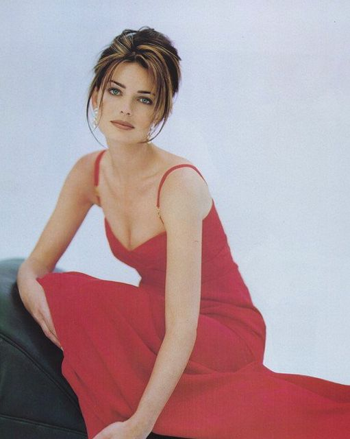 Paulina Porizkova - I love the haircolor & how it adds dimension to brunette hair