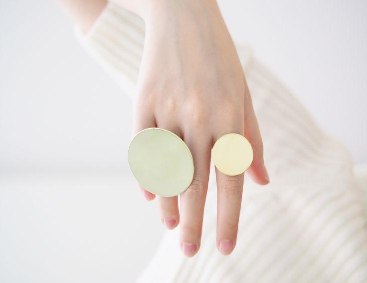 O - Mirror Disk Ring #bingwjewellery #design #modern #minimalist #simple #handcraft #oversized #statement #jewelry #brass #disk #gold #ring #fashion #accessories