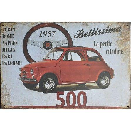 Plaque murale en métal. Fiat 500 bellissima la petite citadine . Style vintage. Dimensions : 20 x 30 cm Equipée de 4 trous pour fixation aux murs et aux portes. Idéal pour faire une collection, un cadeau ou bien décorer son intérieur