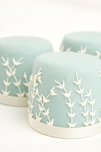 Single tier #wedding cakes: http://www.weddingandweddingflowers.co.uk/article/1123/lookbook-one-tier-wedding-cakes