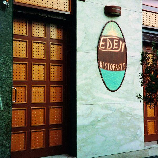 Ajtó perforált falemezből  http://www.locatelli-hungaria.hu/fotok/perforalt-lemez-galeria/