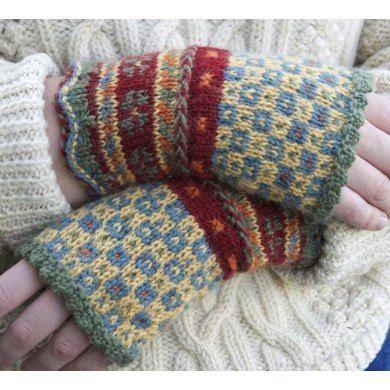 Latvian Fingerless Mitts Knitting pattern by Beth Brown-Reinsel | Knitting Patterns | LoveKnitting