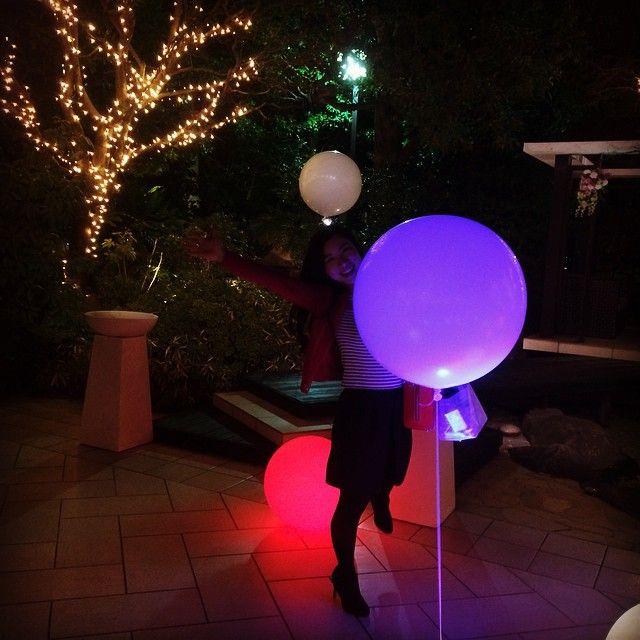ポワンと光る風船がたくさんあったら、ナイトパーティも盛り上がると思いませんか?実はこの光るバルーンがDIYできるんです!幻想的な雰囲気にもなりますし、ステキなパーティを演出できますよ!これからハロウィン、クリスマスとイベントが多くなってくる季節ですし、参考にしてみてはいかがでしょうか?