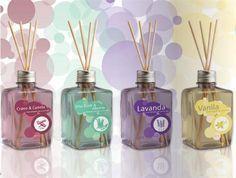 A sua casa deve estar sempre muito bem limpa e cheirosa, e para auxiliar neste processo, invista em um aromatizador de ambiente caseiro, que além de perfum