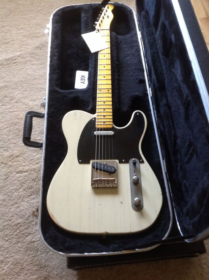 The NASH TELECASTER- A traditional T 52 Tele in Mary Kaye white, with an genuine relic vintage look very light weight ash body in nitrocellulose it weighs 6lbs 10oz.With gorgeous sounding Lollar hand wound pick upsWonderful medium C shape maple neck 6105 frets, traditional vintage correct headsto...