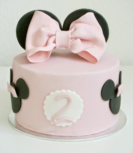 die besten 25 minnie maus torte ideen auf pinterest mini maus kuchen minnie maus. Black Bedroom Furniture Sets. Home Design Ideas