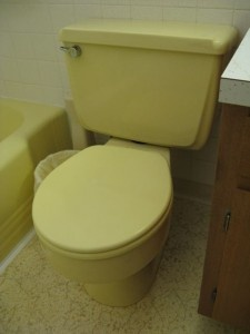 Mid-century-yellow bathroom fixtures in a hazy, complicated tone almost impossible to match. The 1940s style ribbed and rounded bathtub remained an industry standard until the late '70s.