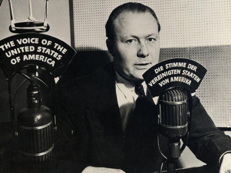 Un poco más de siete semanas después de que Estados Unidos entró oficialmente en la Segunda Guerra Mundial, una emisión de radio en directo de 15 minutos en onda corta se transmitió a Alemania desd…