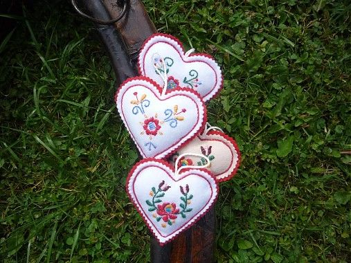 Tradičné vyšívané srdiečko by cherryjanka - SAShE.sk - Handmade Dekorácie