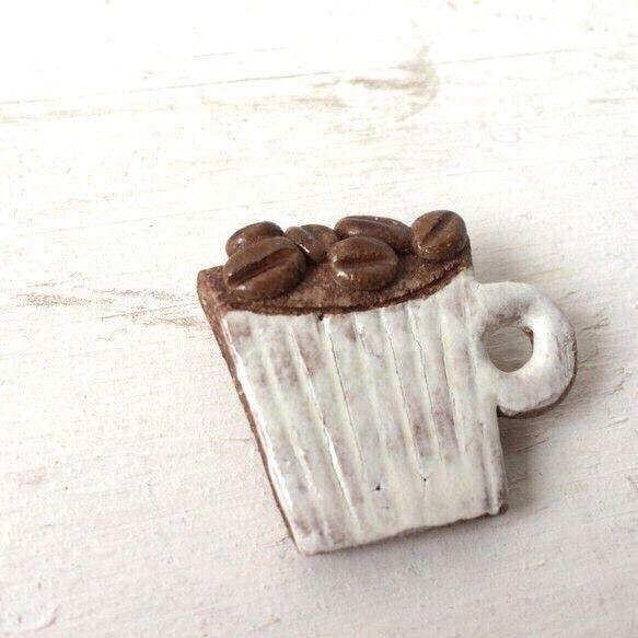 ブローチ  コーヒー豆とマグ