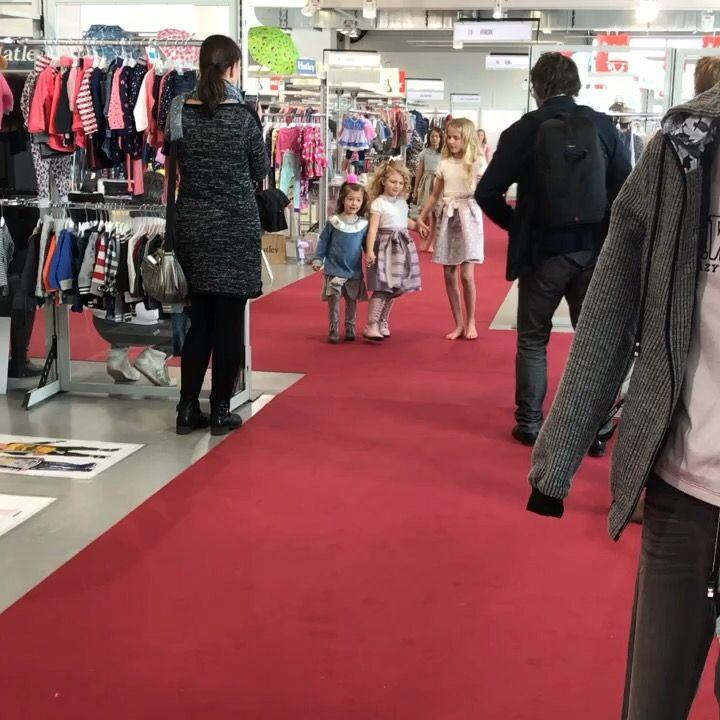 Modeschau auf der JOT #modeschau #mode #fashion #kidsfashion #onlineshop #markenelfekindermode www.markenelfe-kindermode.at