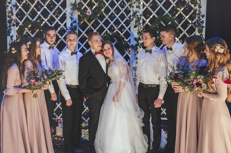 """""""Дружба бесполезна и не нужна, как философия, как искусство, как тварный мир, который Бог не обязан был творить. Она не нужна жизни; !она из тех вещей, без которых не нужна жизнь!"""" К.С.Льюис  Спасибо друзья за дружбу! Вы нужны нашей жизни!) #Льюис #любовь  #bestPeople #доседин #wedding #weddingdress http://gelinshop.com/ipost/1520900914990721809/?code=BUbU1L4lqsR"""