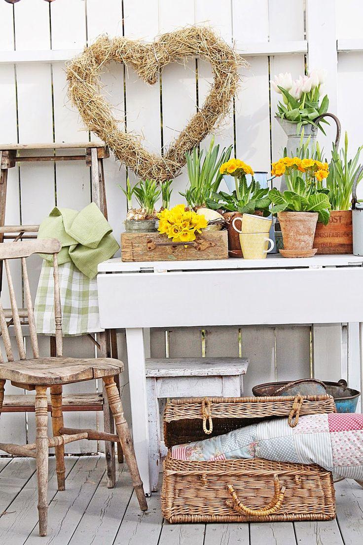 Spring Display - via VIBEKE DESIGN: Gledelig gjensyn.... I love the rusty handled box on the table!