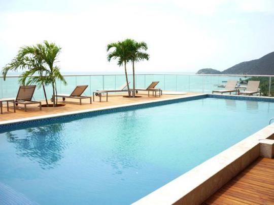 Apartamento de lujo en Pozos Colorados, Santa Marta, balcón y vista al mar, hermosas piscinas, salida directa a la playa, ideal para unas vacaciones de ensueño.