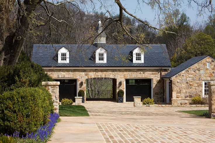 17 best ideas about carriage house on pinterest carriage for Detached carriage house