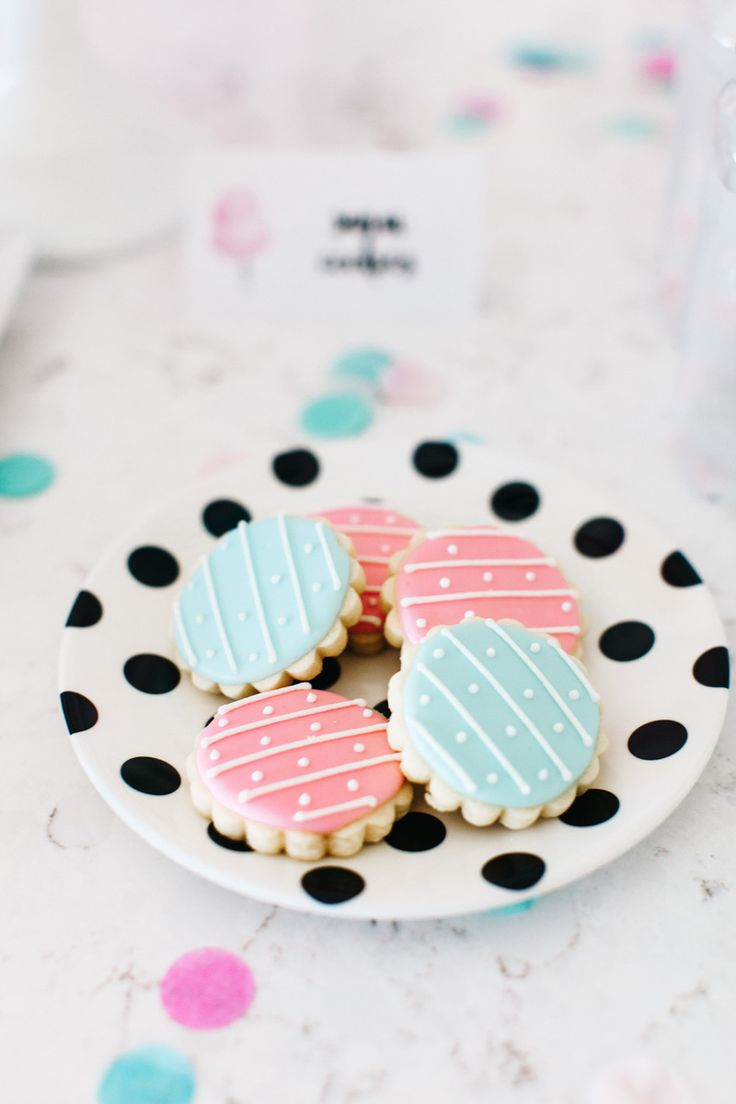 Perfect Pastel cookies for any little girl birthday party or baby shower.