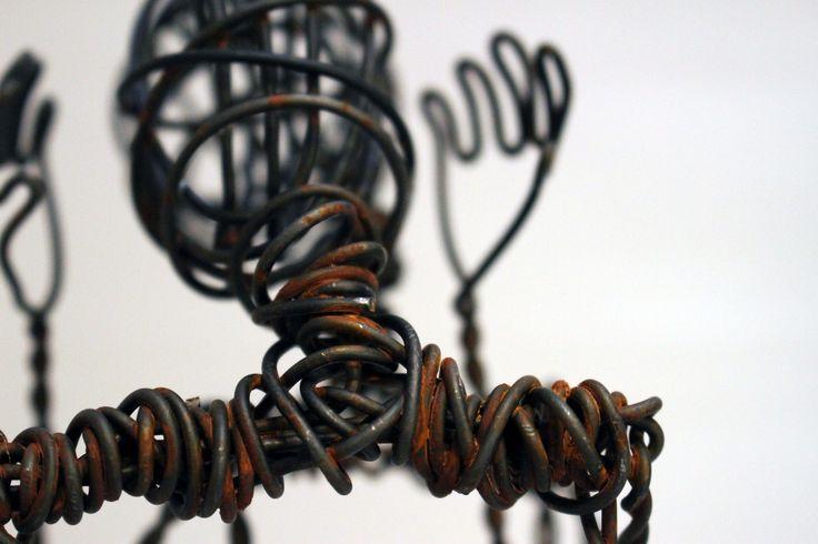Sculpture de l'artiste Sylvain Poirier. Quand le fil de fer et le ciment rencontre la danse!  Sylvain Poirier's sculpture! When wire and cement meet dance!  https://www.etsy.com/fr/shop/LeRougedeMars