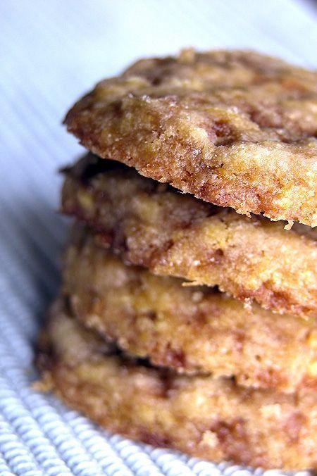 Devo confessare che tra tutte le cose commestibili quella che mi piace di più in assoluto preparare sono sicuramente i dolci, biscotti e pasticcini...