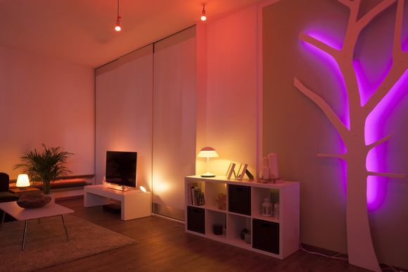 Create light beyond imagination 	This stylish Philips hue Beyond LED table lamp combines scene-setting mood lighting and warm white task lighting in one...