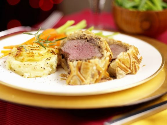 Rinderfilet im Blätterteig ist ein Rezept mit frischen Zutaten aus der Kategorie Blätterteig. Probieren Sie dieses und weitere Rezepte von EAT SMARTER!