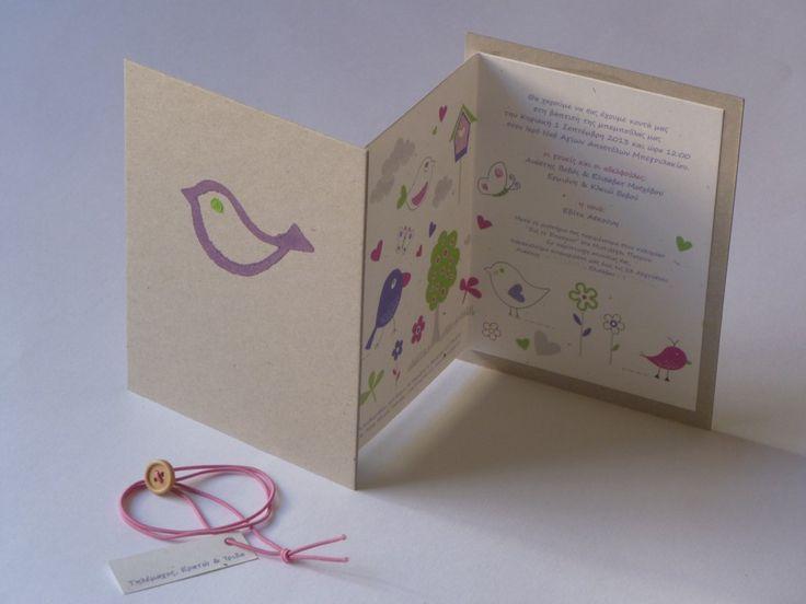 χειροποίητο προσκλητήριο μωβ ζωγραφισμένο πουλάκι