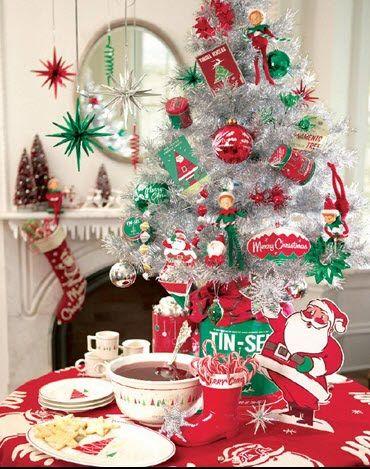 xmas kitsch: Vintage Christmas, Christmas Holidays, Holidays Inspiration, Green Christmas, Houses Blend, Christmas Decor, Christmas Vintage, Christmas Trees, Retro Christmas