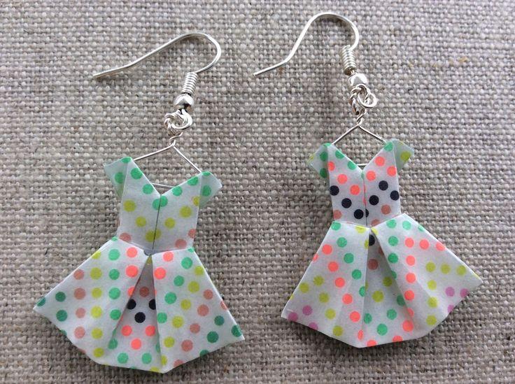 Boucles d'oreille robes à pois en origami