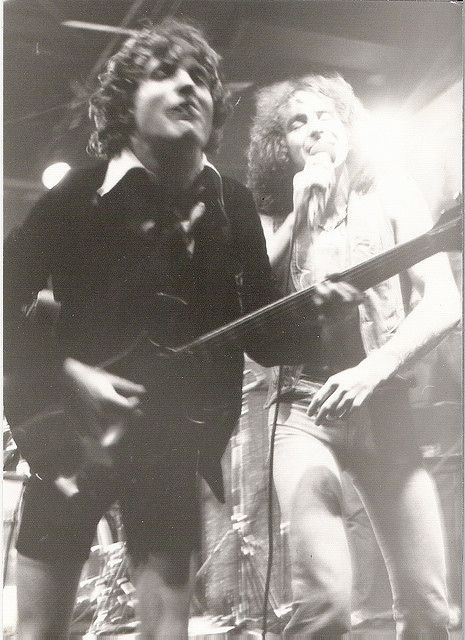 Angus Young, Bon Scott - ACDC