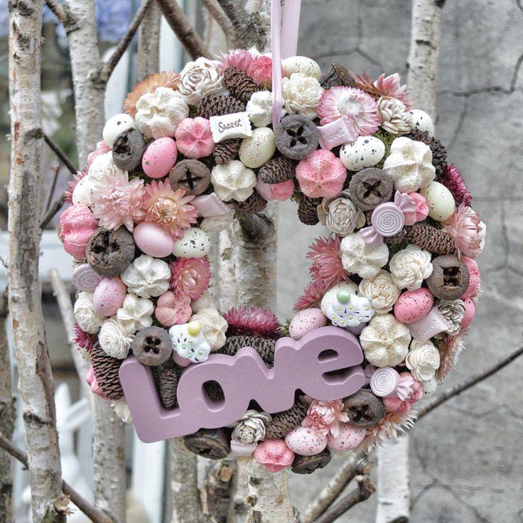 Tavaszi kopogtató Love felirattal / Door hanger